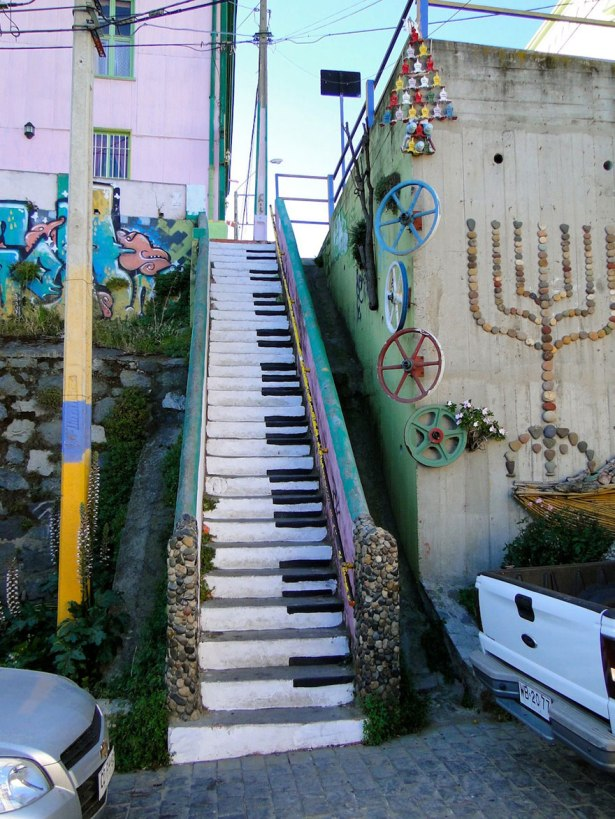 Valparaiso piano steps